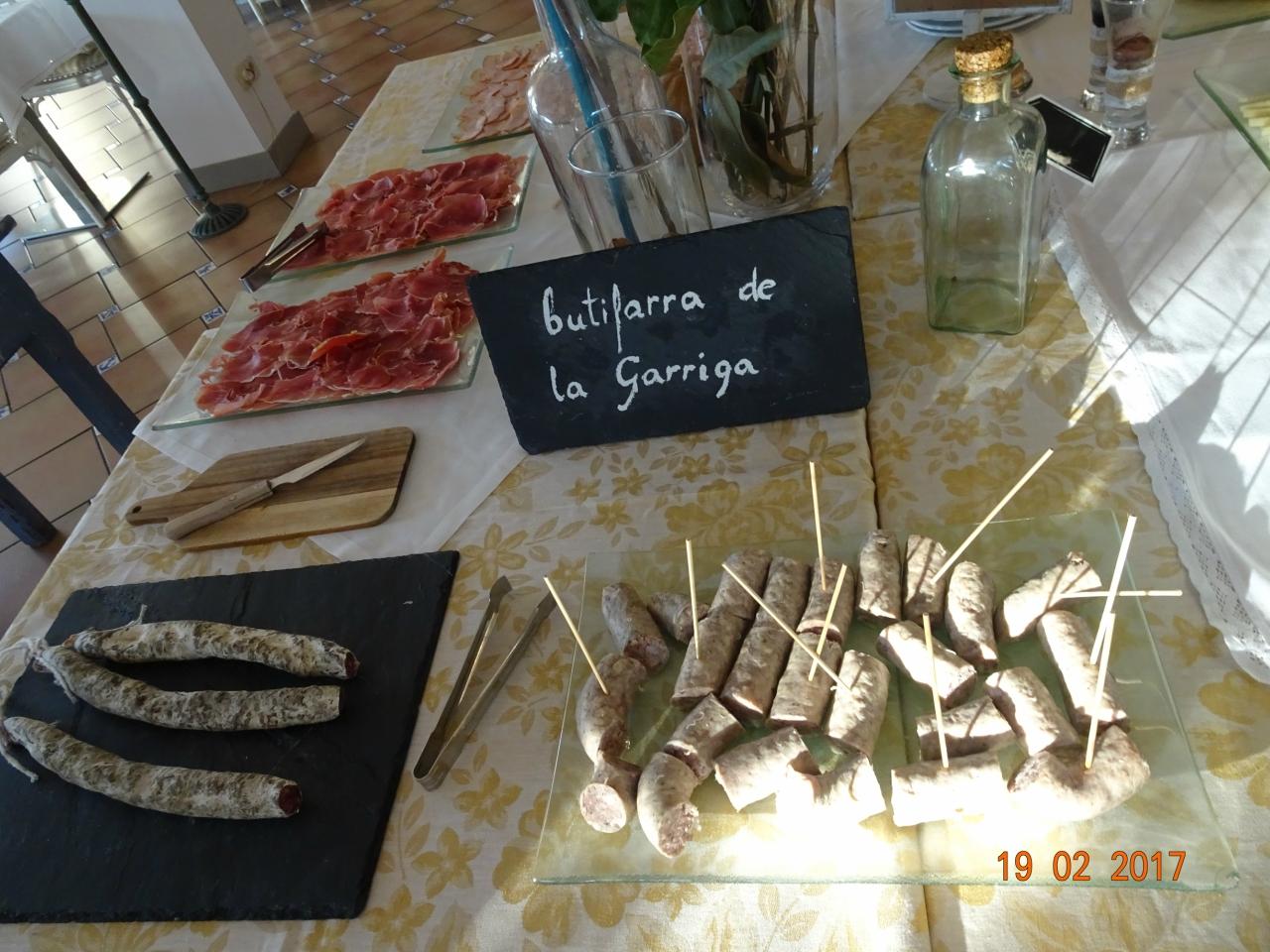 Termes La Garriga - термальный бульк под цветущим миндалем со вкусом клубники)
