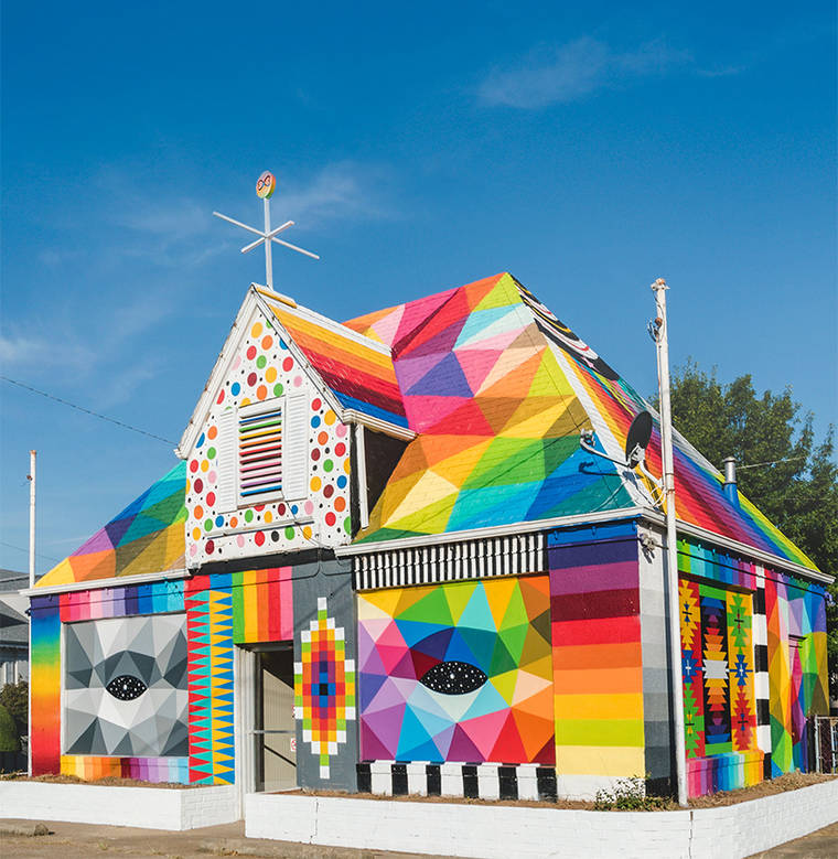 Street Art - Okuda transforms an abandoned house into an universal chapel