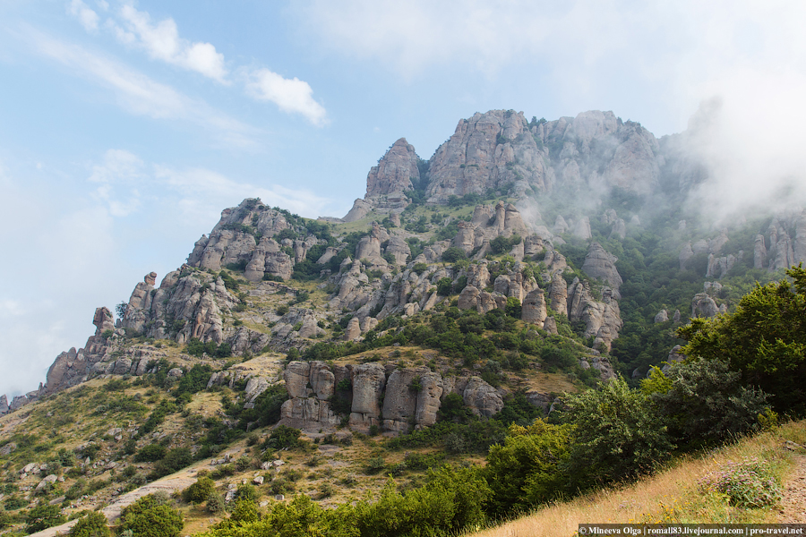 Долина привидений на горе Демерджи в Крыму
