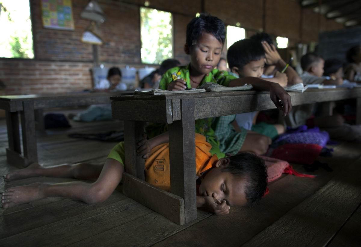 Устал? Отдохни!: На уроке в бирманской школе