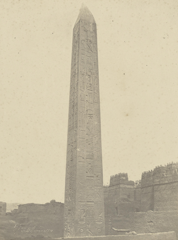 Луксорский обелиск (юго-восточная сторона)