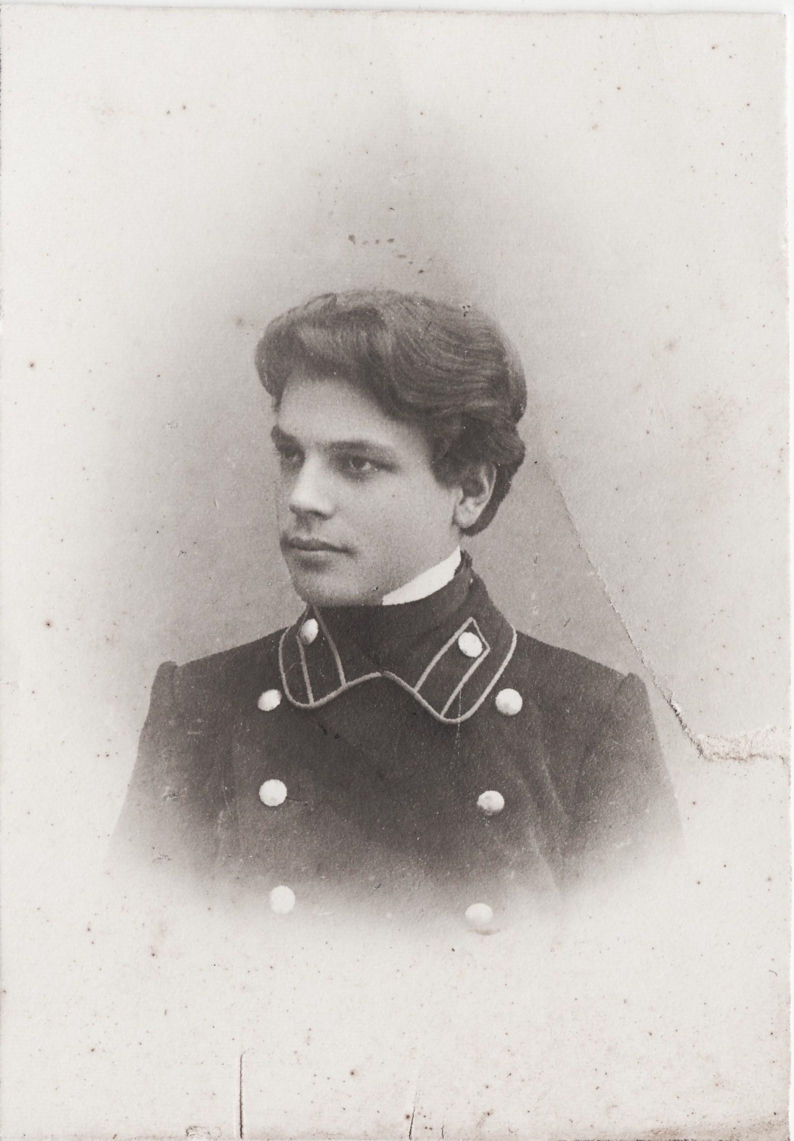 Студент Заведеев Петр. II отделение 1 разряд (22 марта 1930 арестован по обвинению в контрреволюционной агитации)