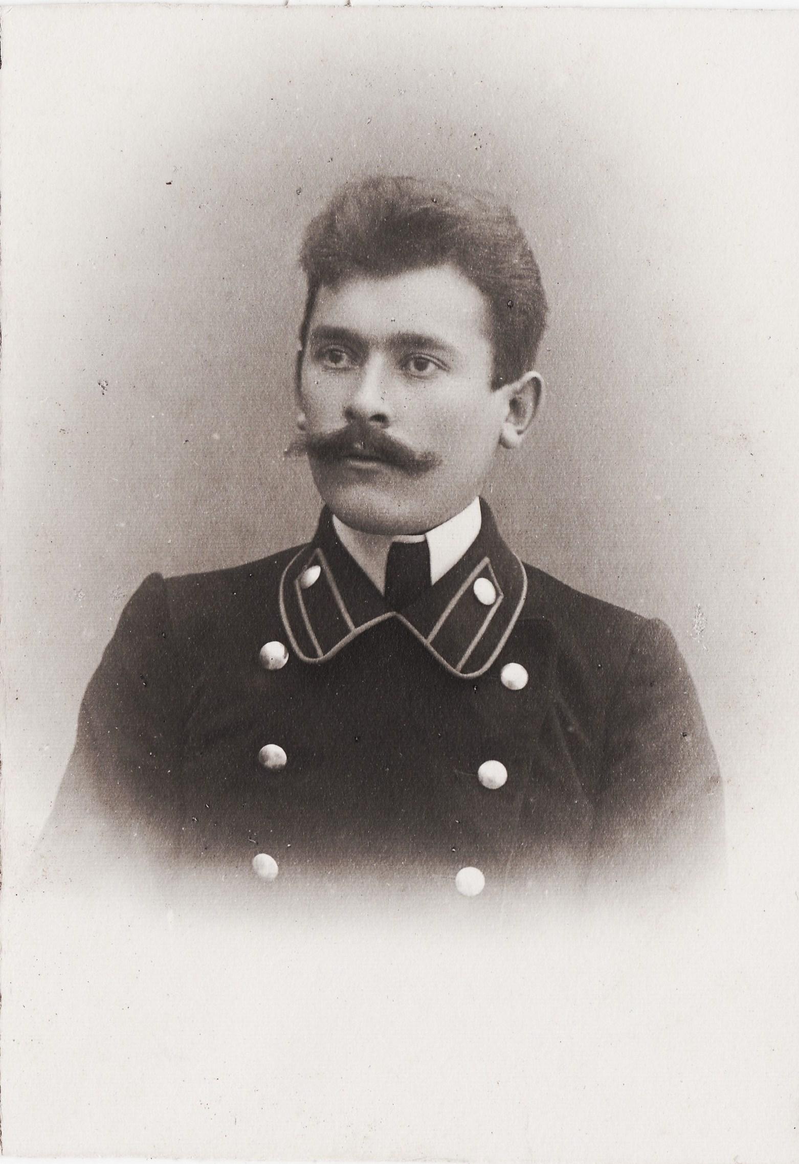 Студент Миловидов Алексей Иванович. II отделение 2 разряд. ( В 1922 арестован. В заключении повредился умом, и вскоре душевнобольной узник был отпущен. Умер в 1924)