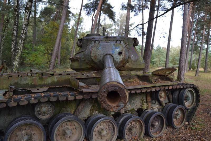 Заброшенные танки в немецких зарослях