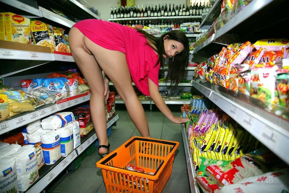 Видео русские голые в магазине 11