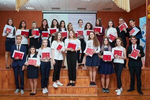 Вручение аттестатов отличникам учебы. 9 классы. 2017