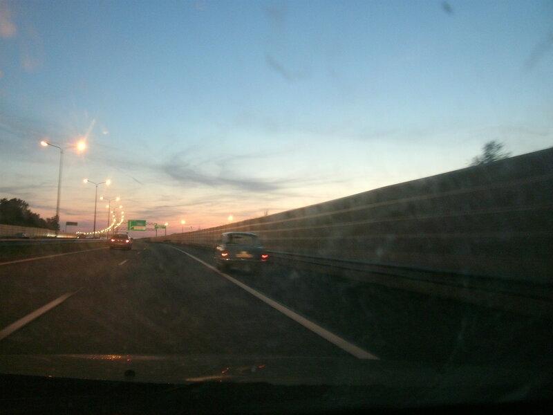 ГАЗ-21 «Волга» на Кольцевой автомобильной дороге (КАД) Санкт-Петербурга. Вечер 18.08.2017.