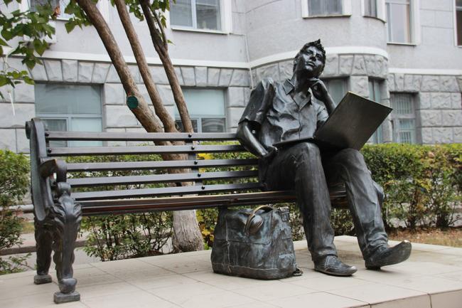 Памятник Студенту-программисту Харьков! открытки фото рисунки картинки поздравления