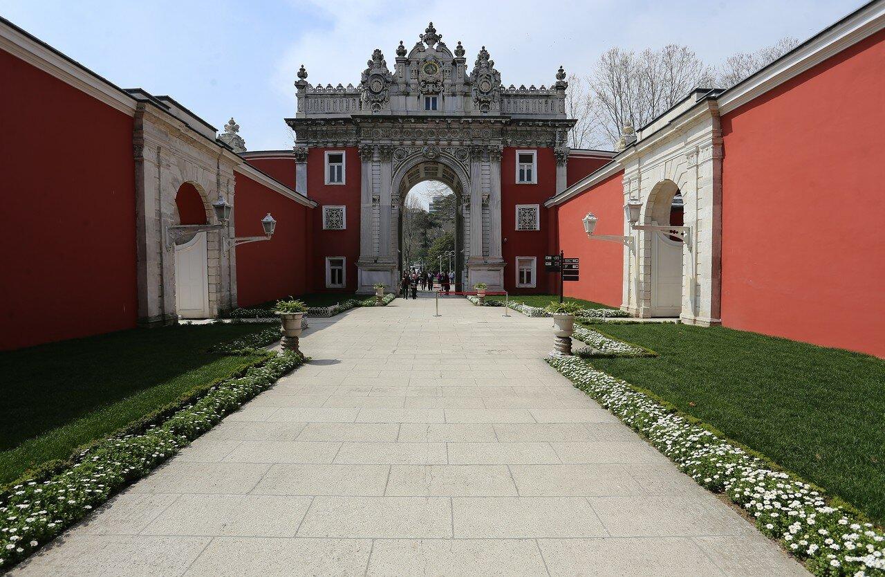 Стамбул, Дворец Долмабахче. Ворота Сокровищ (Hasine Kapısı)
