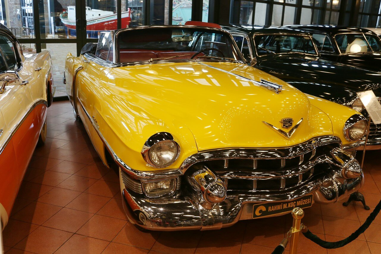 Стамбул. Музей Рахими Коча. Cadillac Series 62 Convertable, 1953
