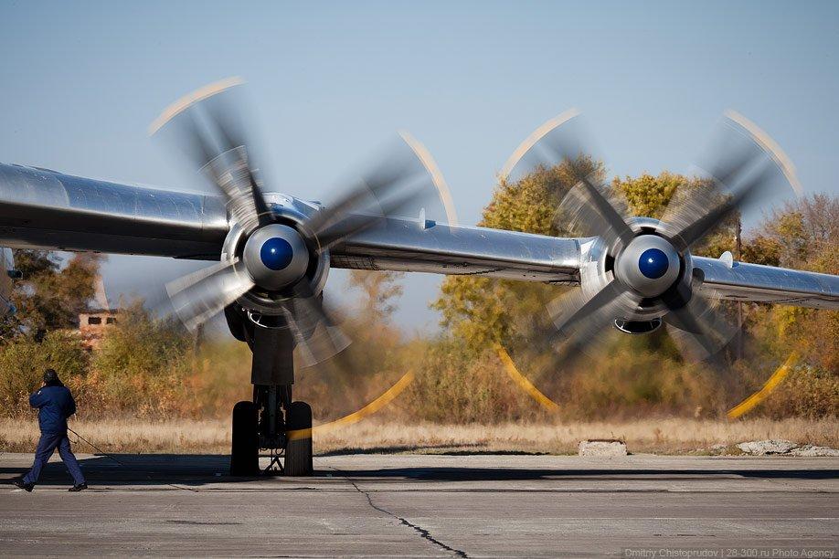 Необычайно эффектно! Ту-95 — один из самых шумных самолетов в мире , но это не является критиче