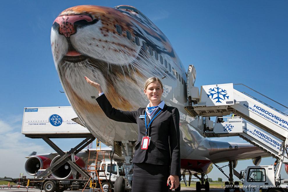 12. Заглянем в салон пассажирского Boeing-747-400. Всего авиакомпания установила в нём 526 пасс