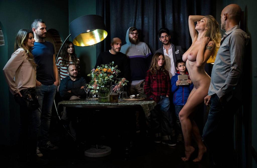 Голая правда: как девушки выставляют себя напоказ в соцсетях