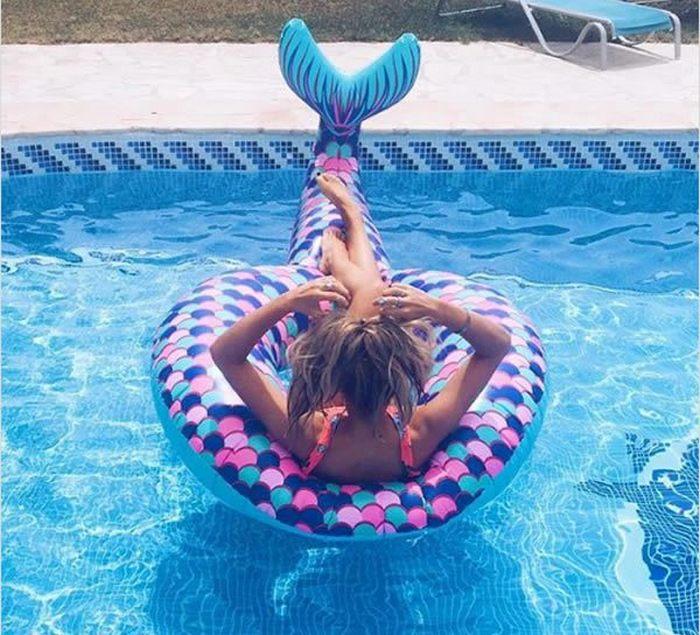 Такие милые русалки… Компания Boohoo выпустила матрас для плавания, который выглядит как хвост русал