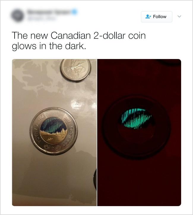Канадская 2-долларовая монета светится в темноте.
