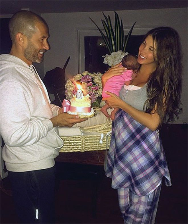 8. Алсу с дочерьми Сафиной и Микеллой