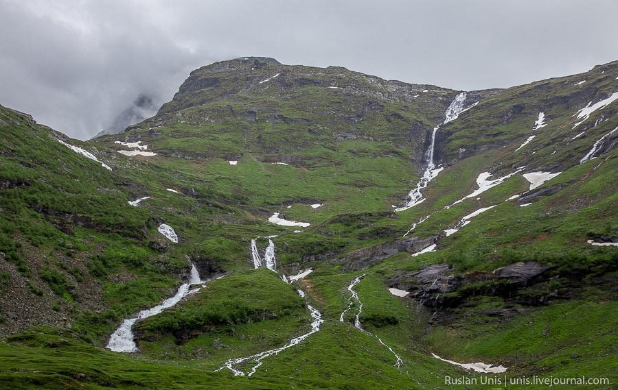 3. Водопадами в Норвегии никого не удивишь, они везде.