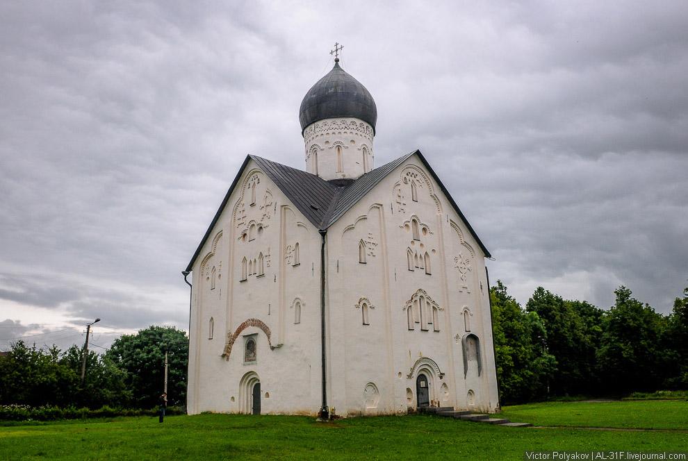 21. Сейчас мы находимся в Славенском конце Новгорода. Это мой любимый район города. Здесь нет в