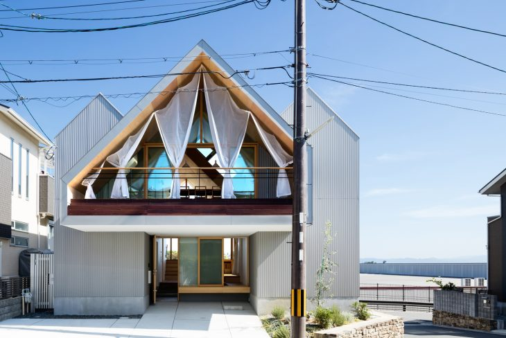 Newtown House by Kohei Yukawa + Hiroto Kawaguchi (30 pics)