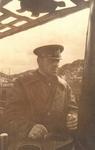 """Гвардии капитан 3 ранга А.М. Каутский на мостике своей """"щуки"""". Полярный, 1943г."""