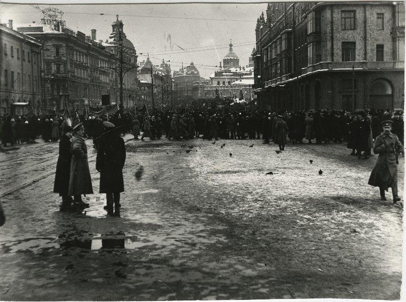 646260 Первые дни революции.jpg 1917.jpg