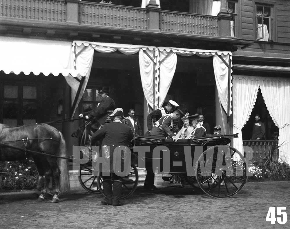 45. Великий князь Владимир Александрович с женой, великой княгиней Марией Павловной в конном экипаже