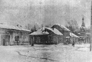 У церкви Александра Невского