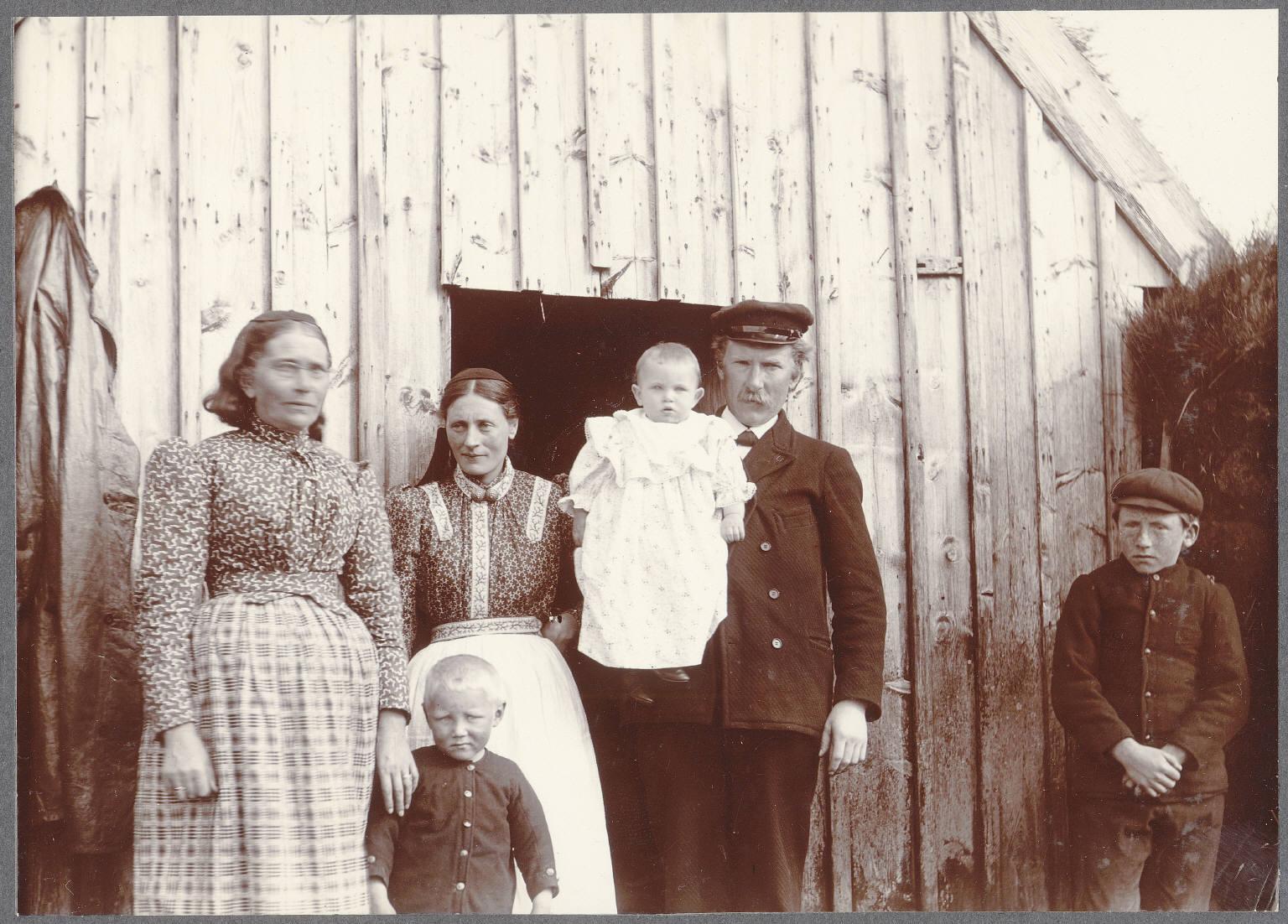 Граунгерди. Священник и его семьи