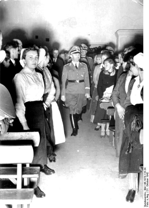 Рейхскомиссар по укреплению немецкой народности Г.Гиммлер встречается с жителями Гальбштадта (Молочанска). Октябрь 1942 г..jpg