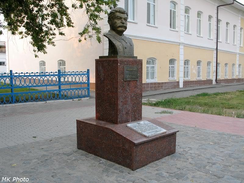 Бюст Сталину в Ишиме