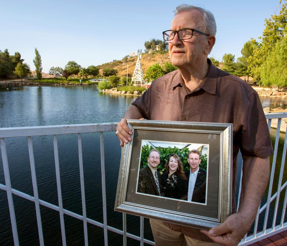 82-летний отец похоронил своего сына, но через 11 дней от него раздался звонок