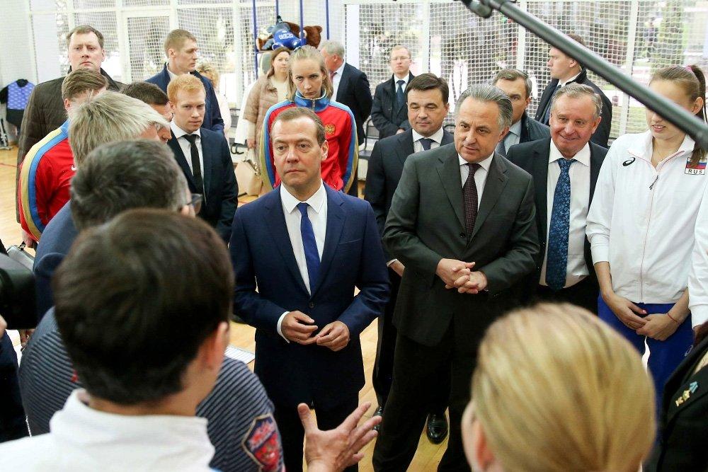Медведев допустил выступление легкоатлетов РФ под нейтральным флагом-pic1