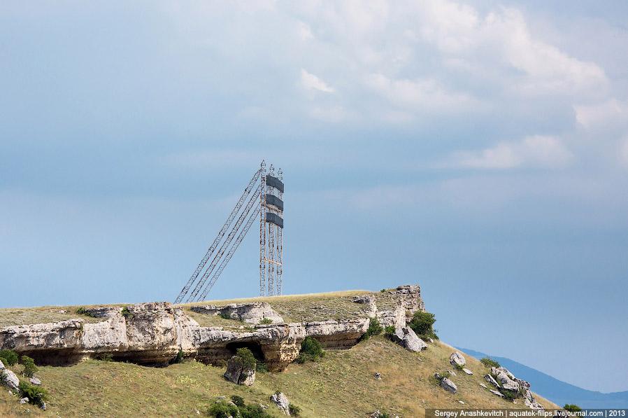 8. У подножия Белой скалы был построен не один город с декорациями для съемок. Все, что вы виде