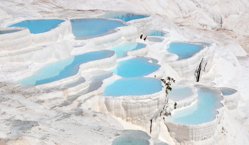 15. Совершенно футуристический курорт Aqua Dome в австрии с горячими бассейнами и потрясающими