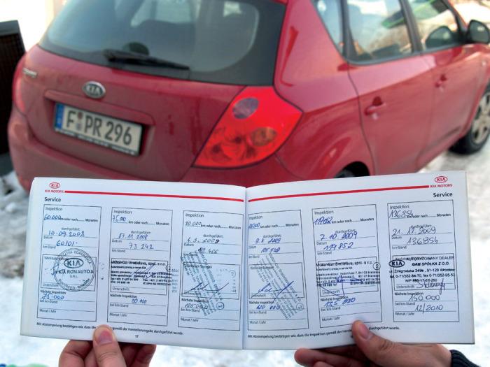 Отметки о проведенном обслуживании автомобиля.   Фото: prosedan.ru. Владелец каждого нового автомоби