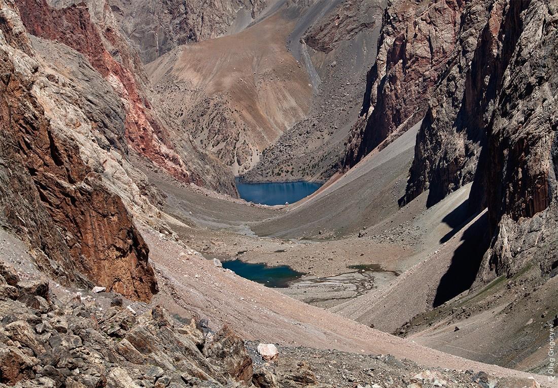 1. Фанские горы — это уникальный горный район, который находится в сердце Памиро-Алая и является час