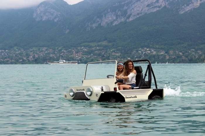 Весело кататься и плавать. Работает Mini Moke на двигателе с четырьмя клапанами. Максимальная скорос