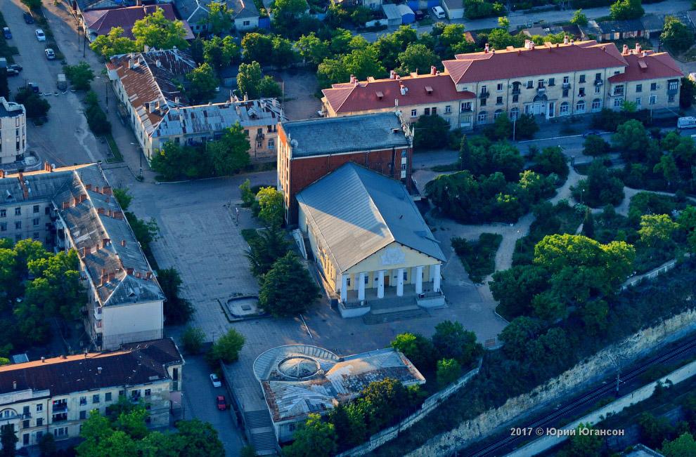 3. Севастопольский филиал МГУ — единственный на территории Крыма филиал старейшего российского