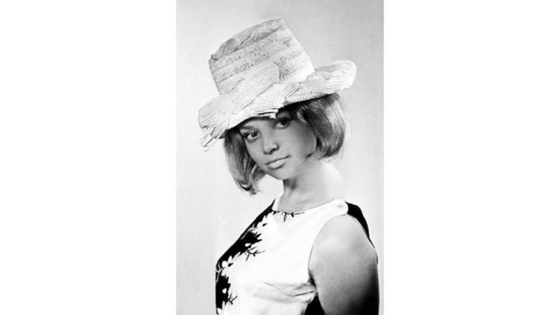 """""""Я платье, говорит, взяла у Нади, Я буду нынче как Марина Влади…"""""""