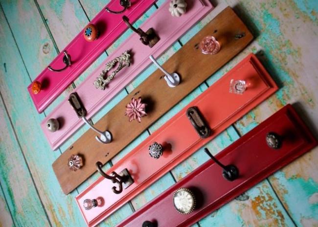 © hitdiy  Кто сказал, что крючки для одежды должны быть одинаковыми? Такое разнообразие смотри