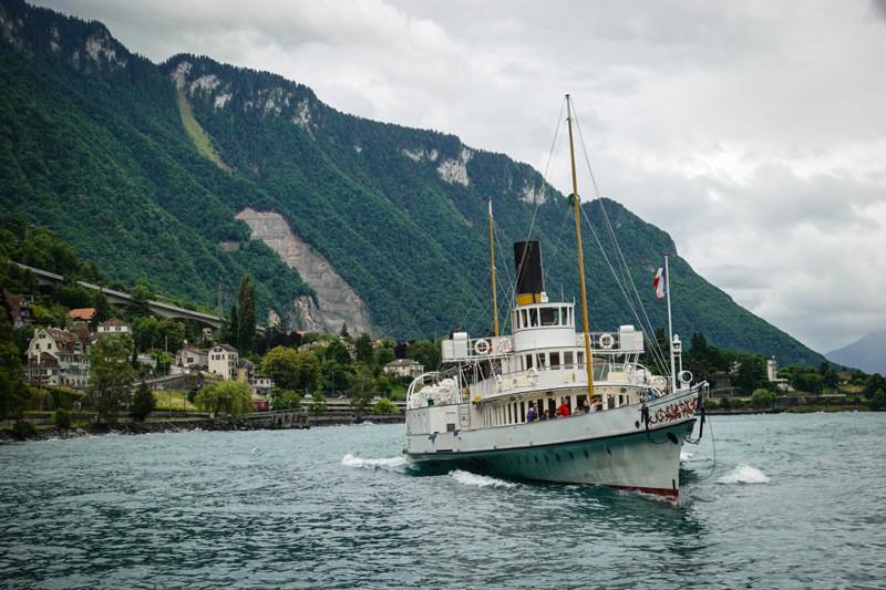 С его помощью можно даже прокатиться на исторических лодочках-паромах по Женевскому Озеру! Короче, е