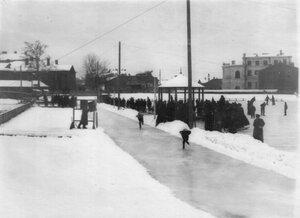 Конькобежные соревнования на катке в Юсуповом саду.