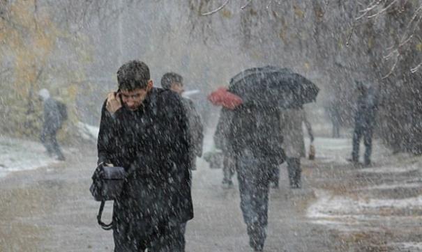 МЧС предупреждает: Встолице из-за сильного ветра реален ростЧП