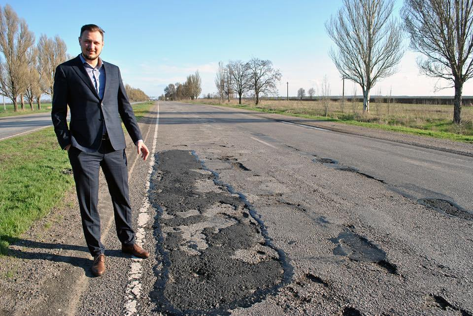 Директора Запорожского облавтодора сократили заплохой ремонт дорог