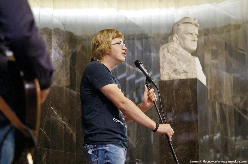 Поэзия в метро. Виктор Канаев. 19.07.17.09..jpg