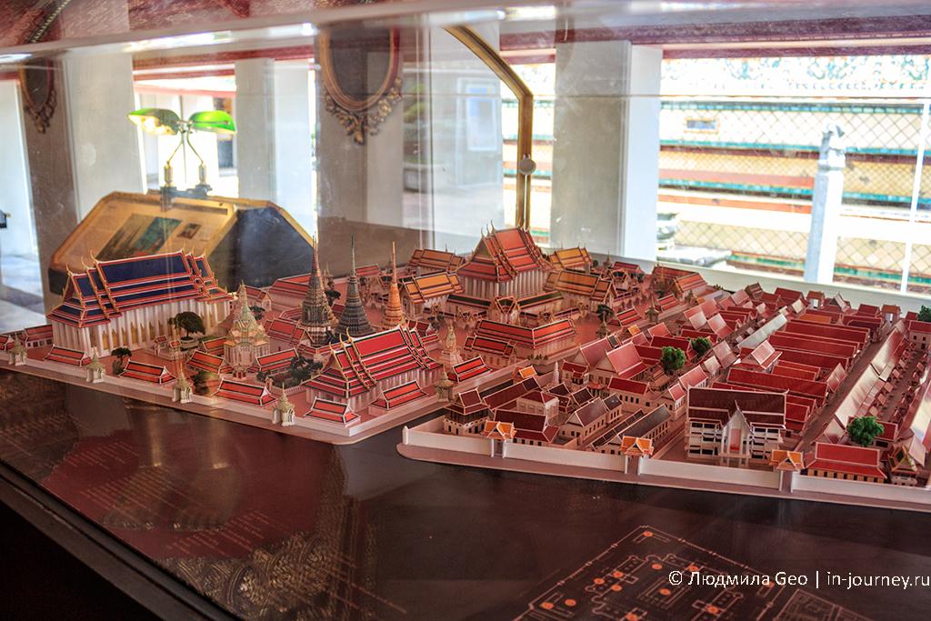 миниатюра храмового комплекса на территории Королевского дворца в Бангкоке