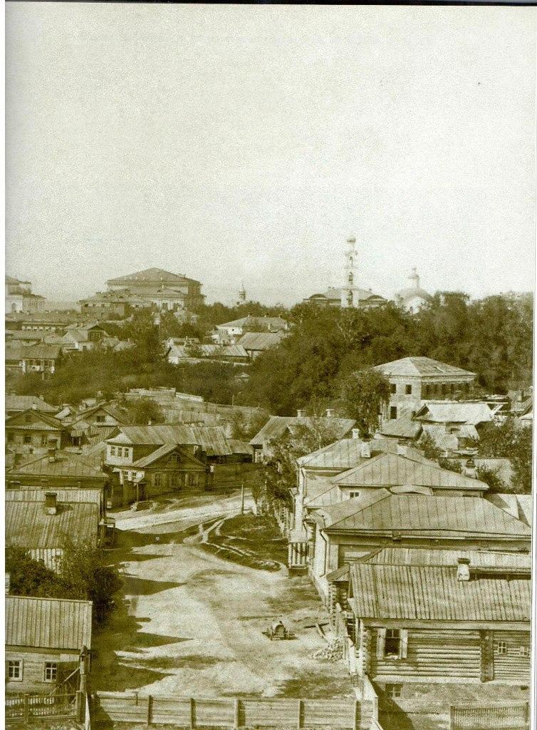 1880-е. Профессорский переулок и Старо-Горшечная улица. Вдали - Грузинский собор и театр