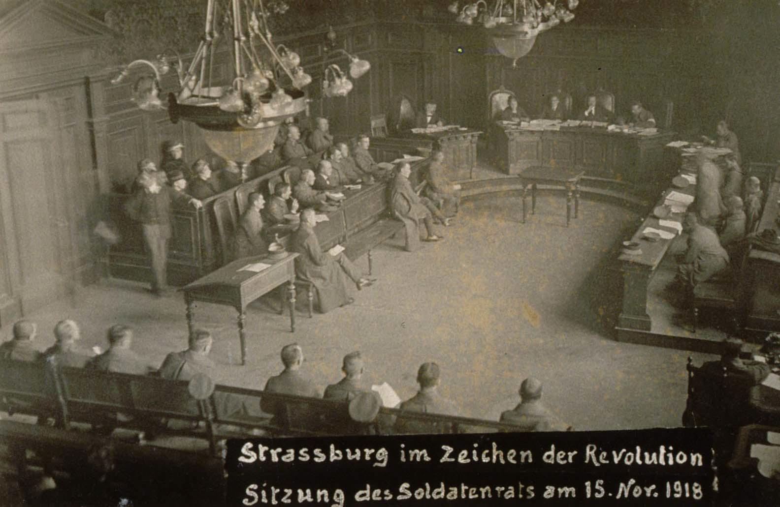 Conseil_des_soldats_à_Strasbourg_en_novembre_1918.jpg