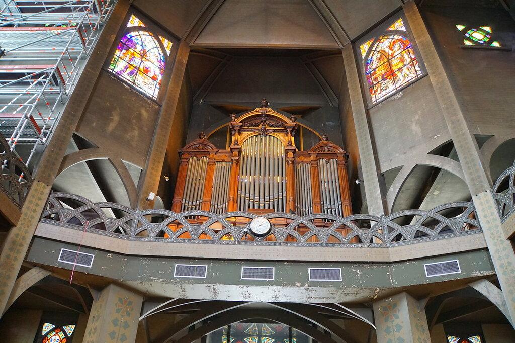 В церкви Сен-Жан де Монмартр
