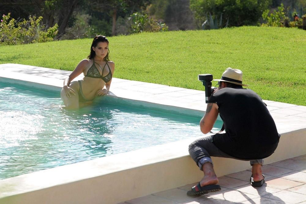 Деми Роуз позирует в купальниках